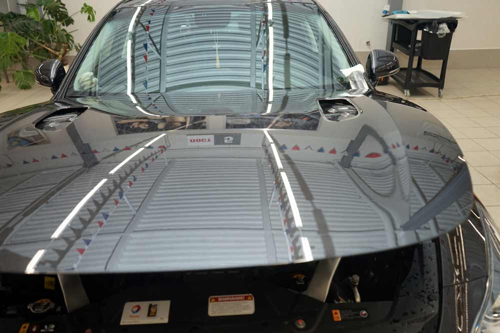 Защита кузова автомобиля PU-пленкой в ТЦ ВОЛИН. Монтаж и выдержка