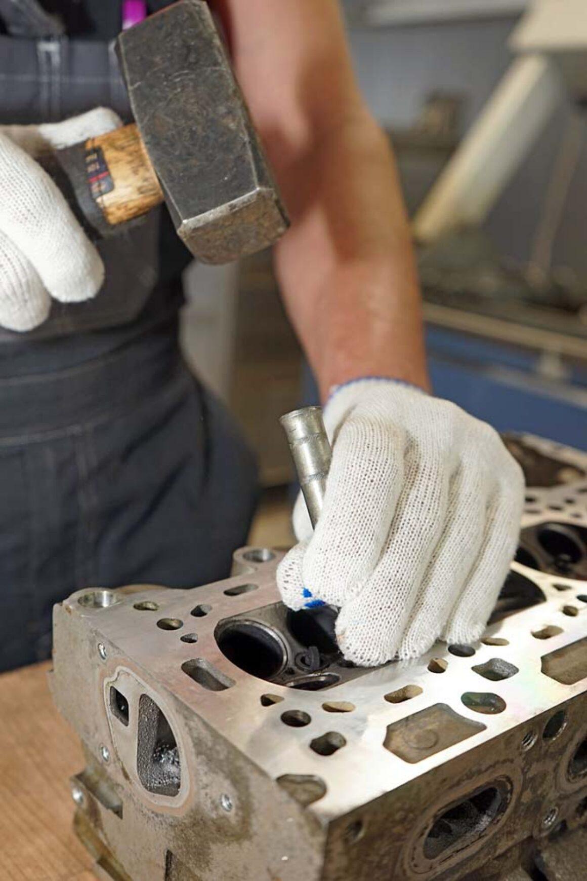 Ремонт головки блока цилиндров в ТЦ ВОЛИН. Наборы и станки для обработки втулок