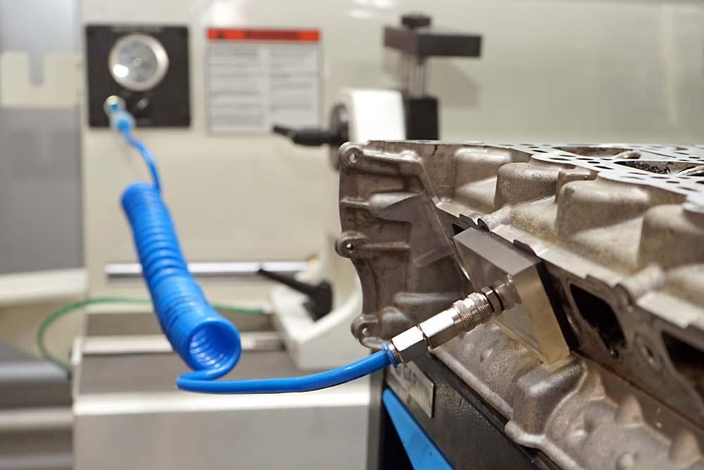 Ремонт головки блока цилиндров в ТЦ ВОЛИН. Станок для расточки седел клапанов