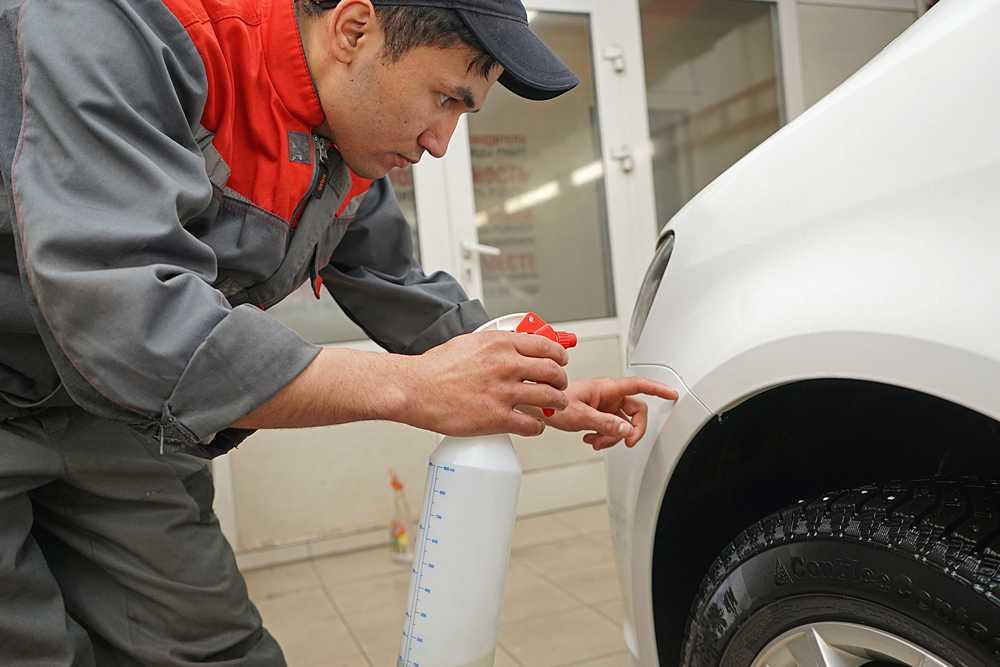 Удаление битумных пятен c кузова автомобиля в Техническом Центре «ВОЛИН»