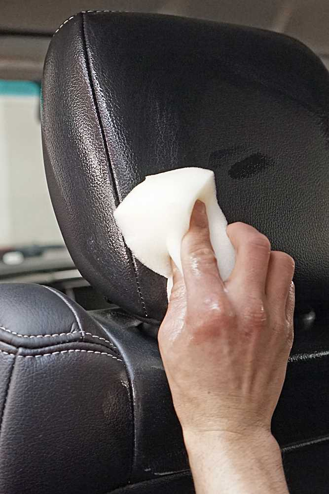 Обработка кожаных сидений салона в Техническом Центре «ВОЛИН»
