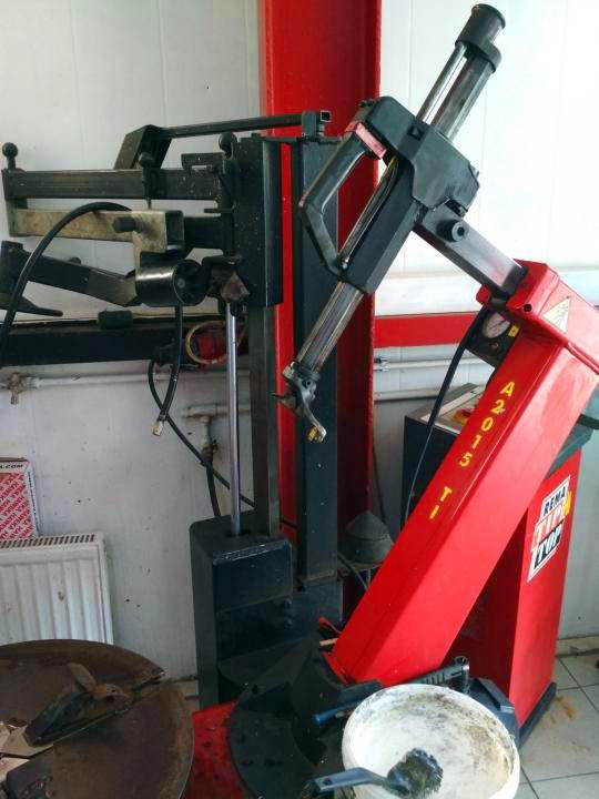 Распродажа б/у шиномонтажного оборудования в Техническом Центре «ВОЛИН». Шиномонтажный станок Gorgi A2015TI