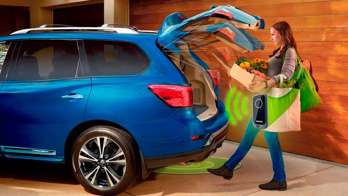 Если руки заняты, то благодаря умным алгоритмам, сенсорные датчики вашего автомобиля откроют багажник