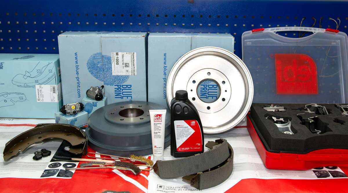 рис. 2. Для ремонта барабанных тормозов L200 нам понадобятся новые барабаны, колодки, тормозные цилиндры, тормозная жидкость, щетки, керамическая смазка и соответствующий инструмент