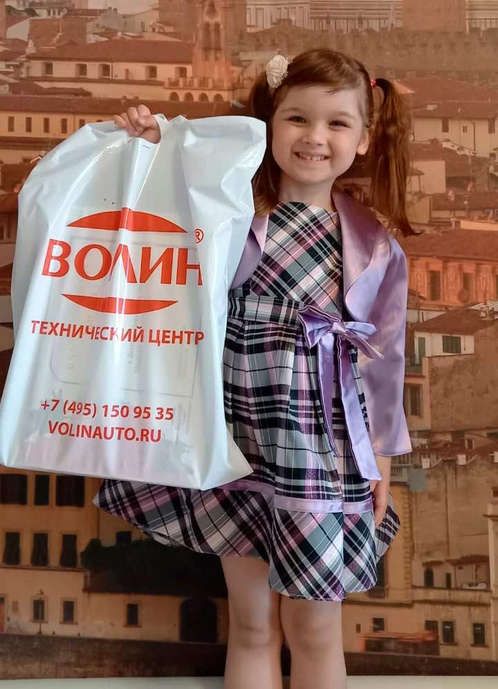 Победители тфорческого художественного конкурса «Рабочая профессия «Автомеханик» глазами ребенка» в ТЦ «ВОЛИН»